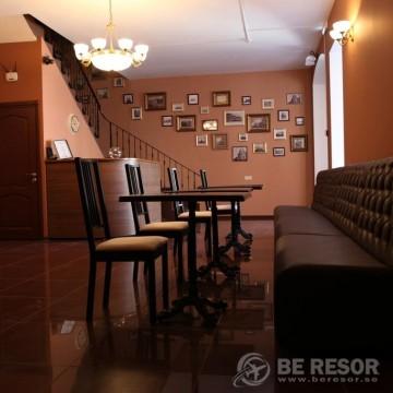 Na Dvoryanskoy Hotel 3